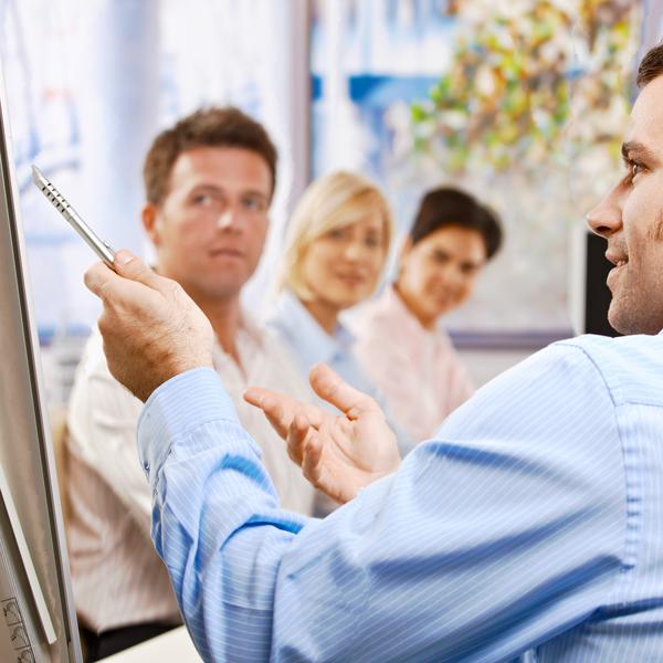 Regelmäßige Schulungen und Seminare gehören zum Job im Außendienst der AVIE Apotheken.