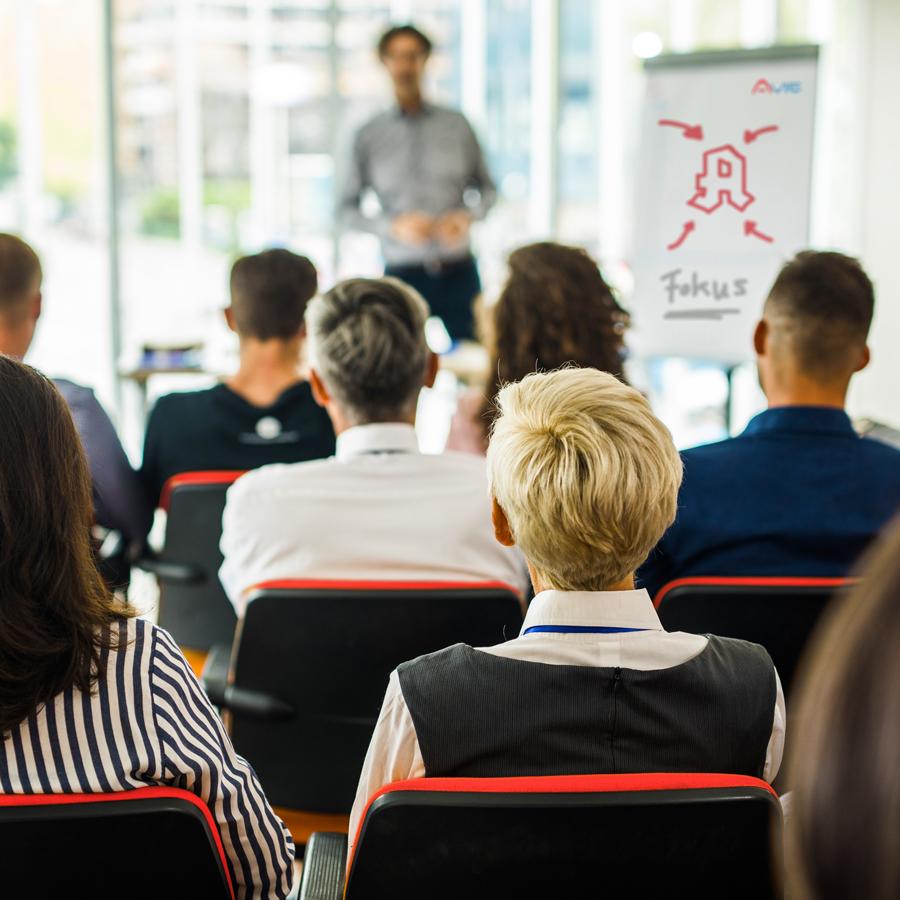 Seminare und Teamschulungen gehören zum Arbeiten im Außendienst der AVIE Apothekenkooperation.